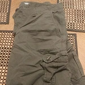 Old Navy Mens ripstop cargo shorts, green, size 38